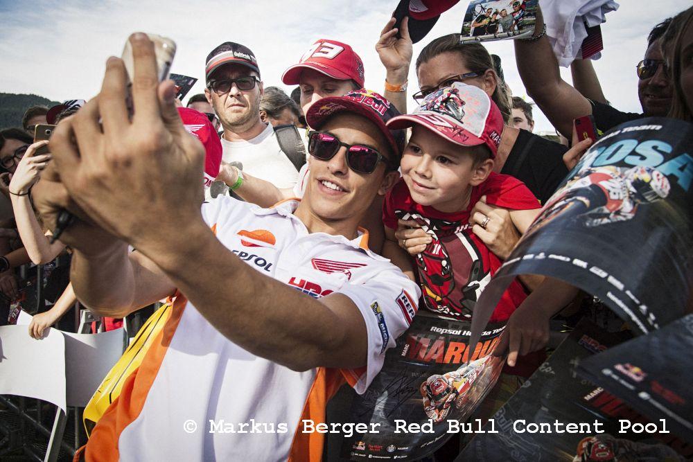 König der Zweirad-heroes geht im F1-Auto ans Limit